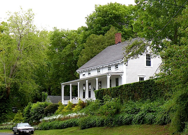 Visiting the white houses of cape cod for Small cape cod house