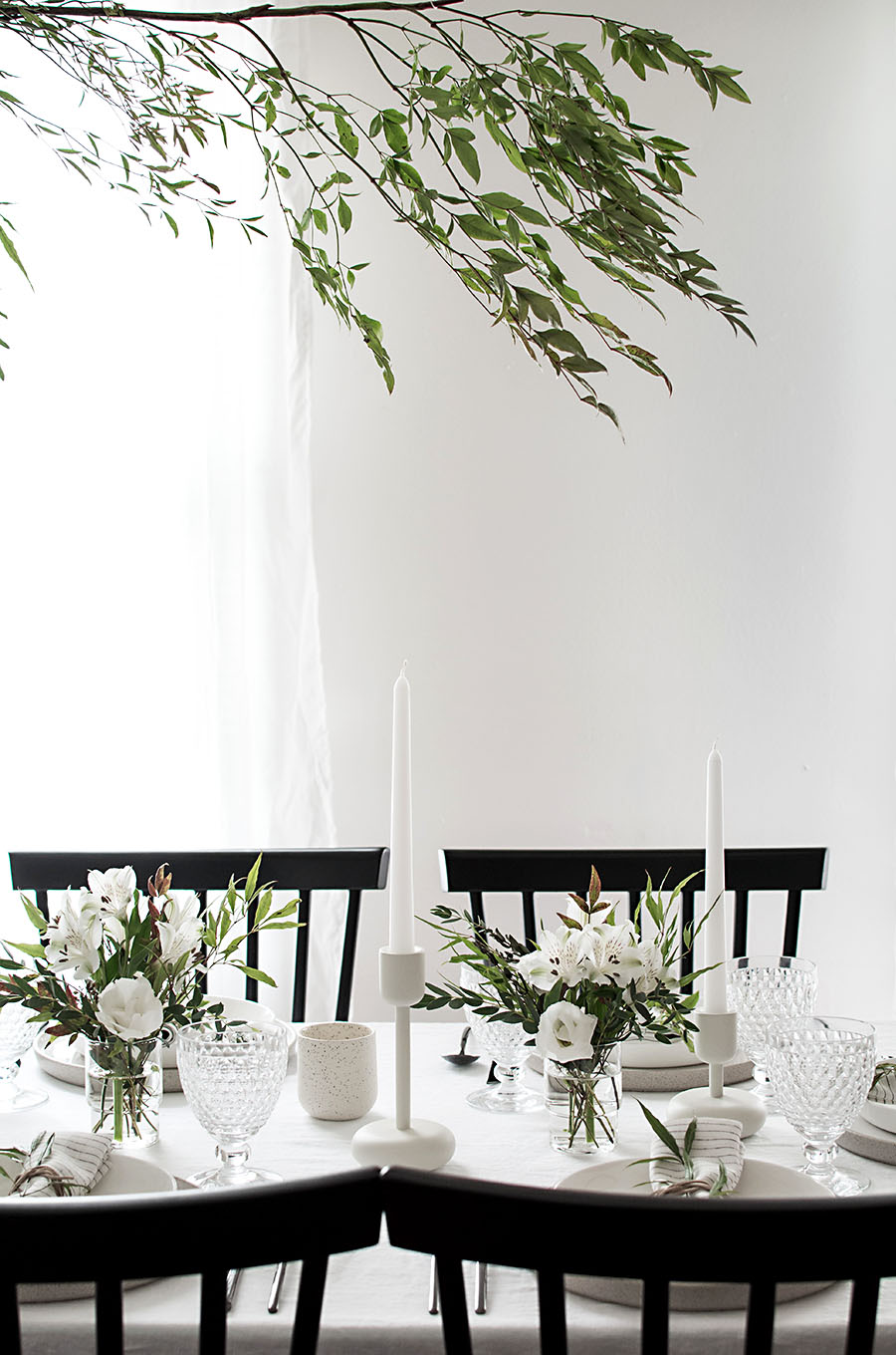 Color of the Month Black and White Homey Oh My black and white tablescape