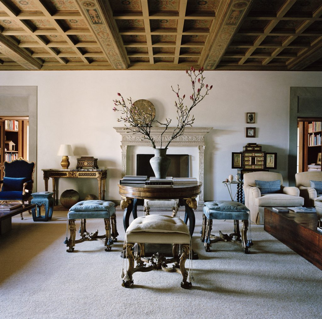 Houses Atelier AM living room painted coffered ceiling