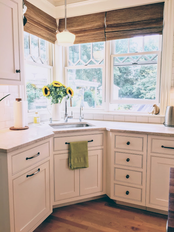 Linda Merrill Photo Newburyport kitchen tour roman shade - in or out